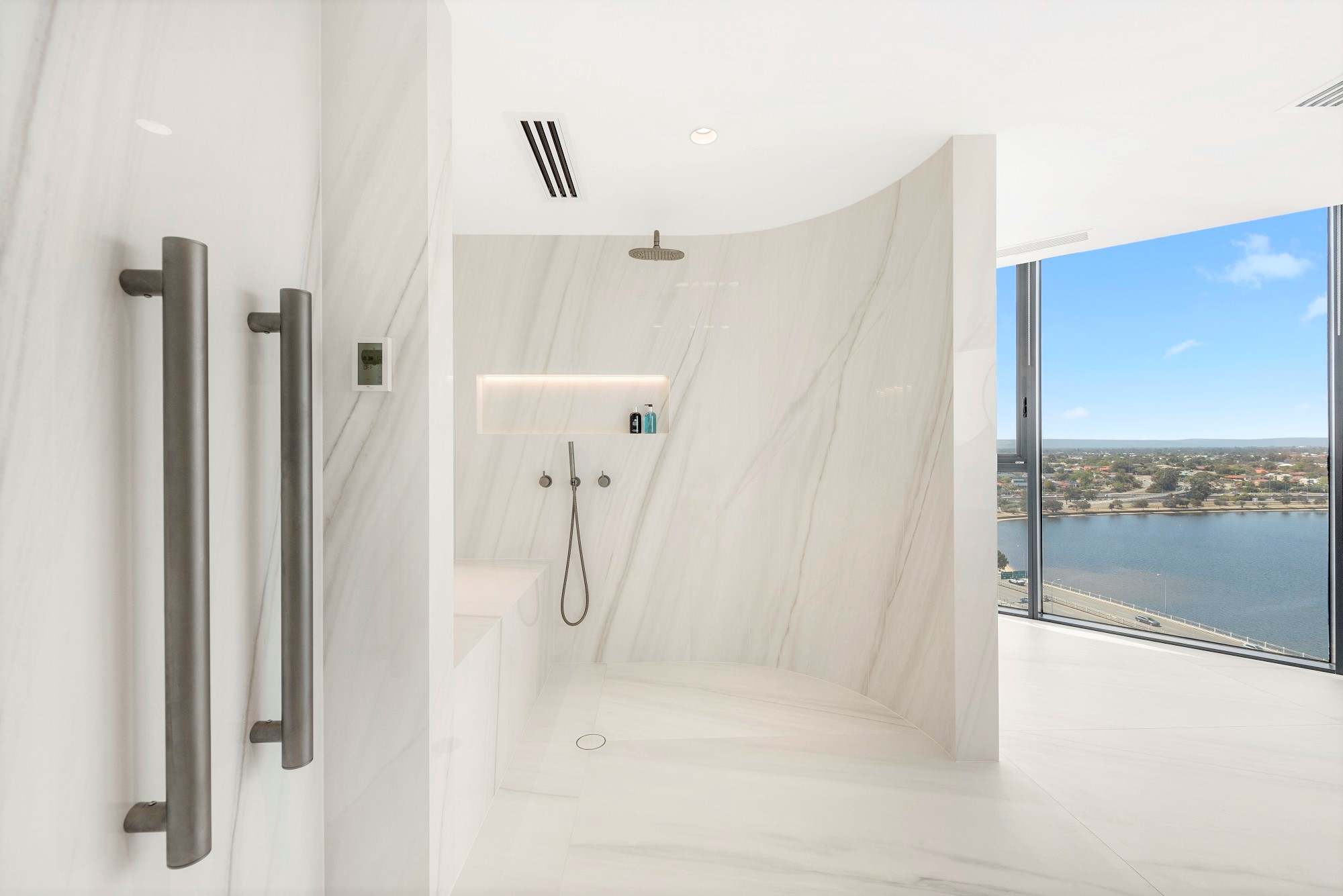 Curved ensuite wall in white marble stone