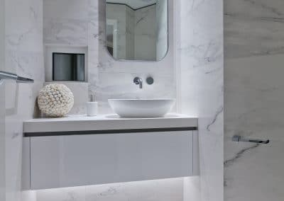 white bathoom vanity with marbled feature