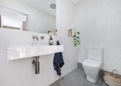 13-city-beach-powder-room