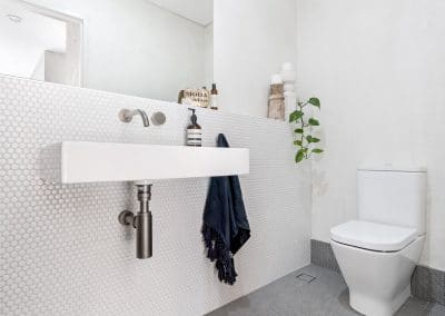 15-city-beach-powder-room
