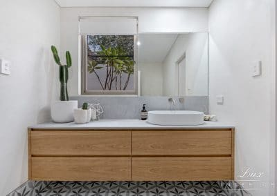 23-city-beach-powder-room