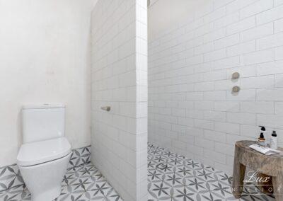 26-city-beach-shared-bathroom