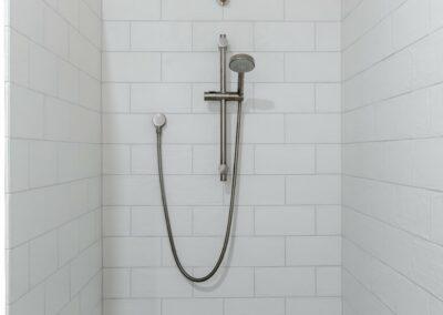 30-city-beach-shared-bathroom