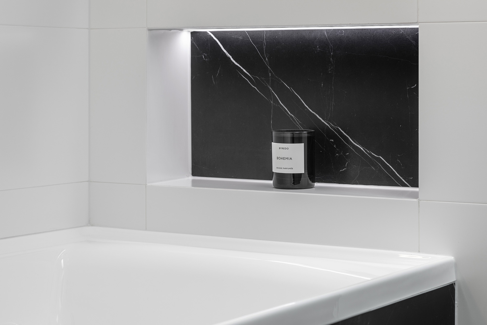 Monochrome Main Bathroom bath niche